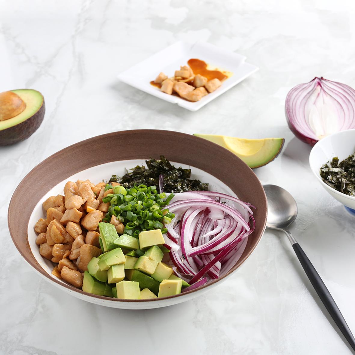 치킨 아보카도 덮밥