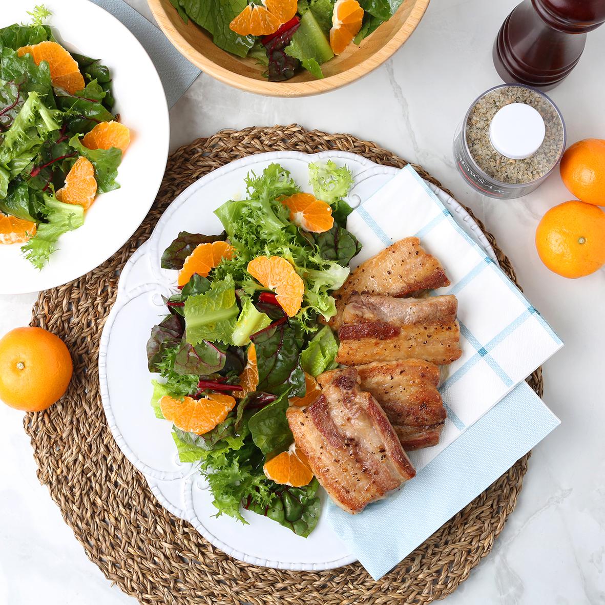 제주 감귤 샐러드와 돼지고기 스테이크