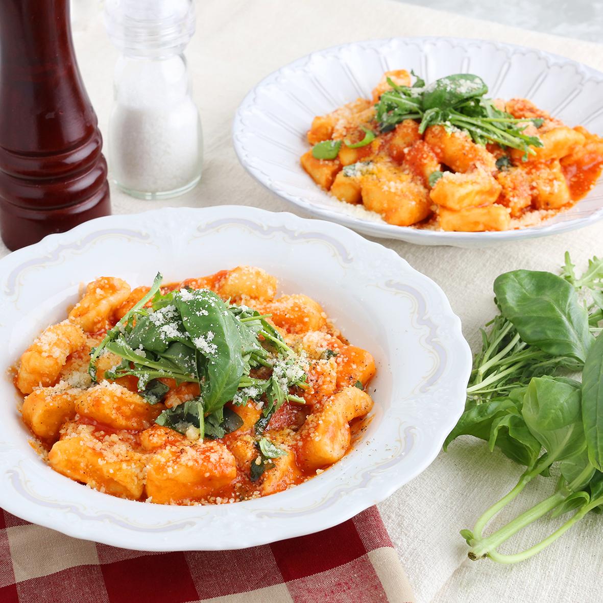 리코타 뇨끼와 바질 토마토 소스